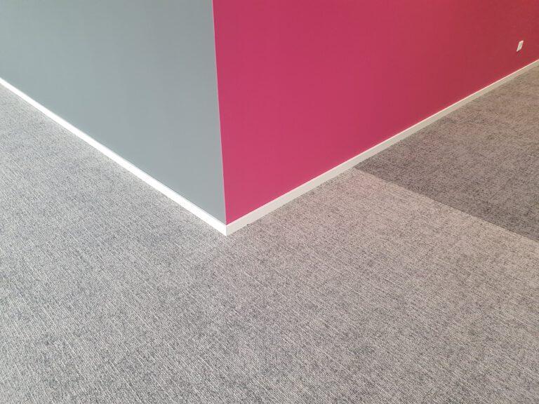 Inrichting hoofdkantoor kleur materiaal